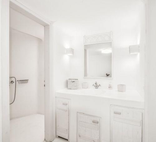 Ground floor Bathroom, Villa Mando 1