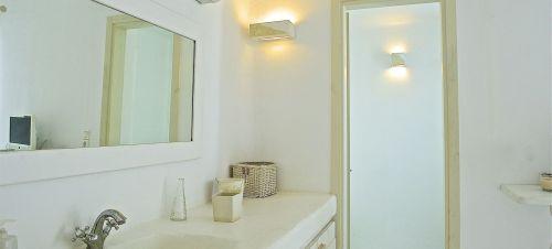 En suite bathroom upper floor